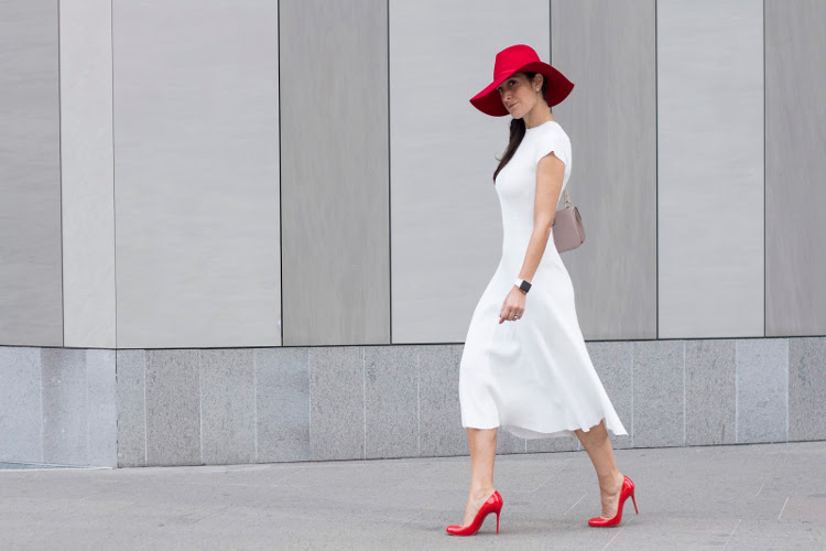 thecihc_redhat_whitedress_outfit_streetstyle