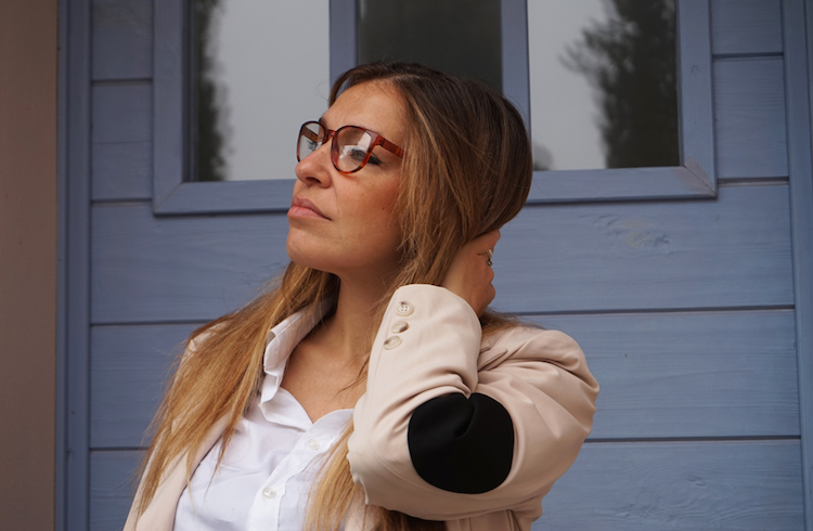 Marina Fontanelli look con occhiali