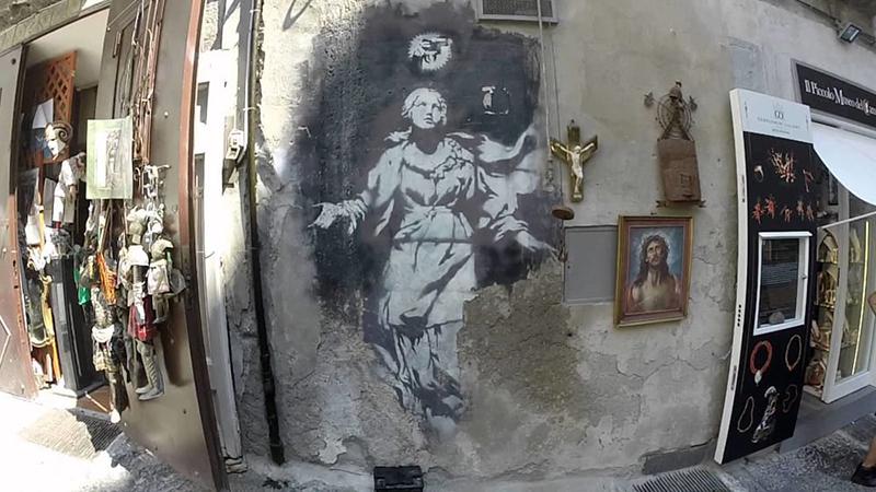 Banksy, Madonna con la pistola (Napoli)