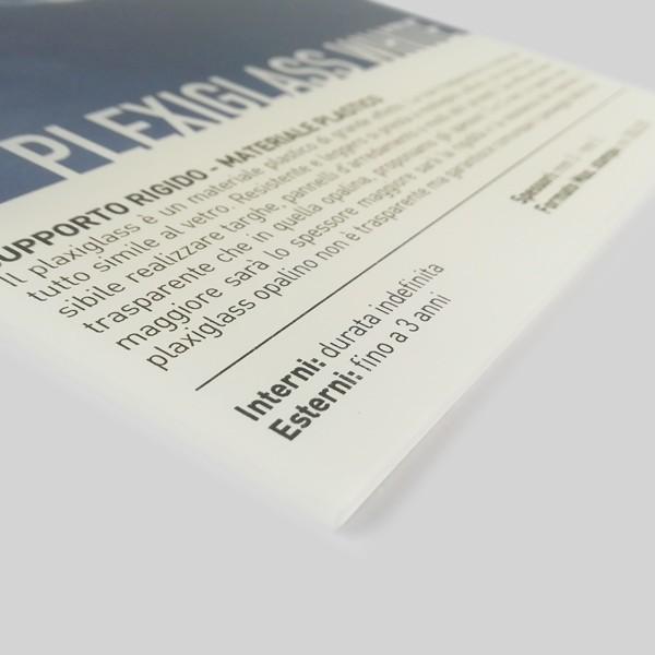 Plexiglas 3 mm. con base bianca